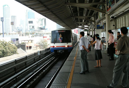 Sky Train am Bahnhof Central / Sathorn Januar 2006
