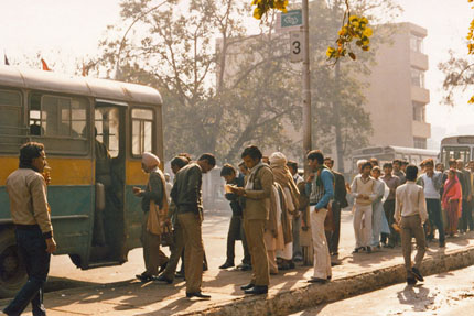 Connaught Place, morgens an der Bushaltestelle 1985