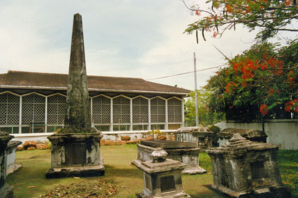 alter Friedhof in Malacca 1991
